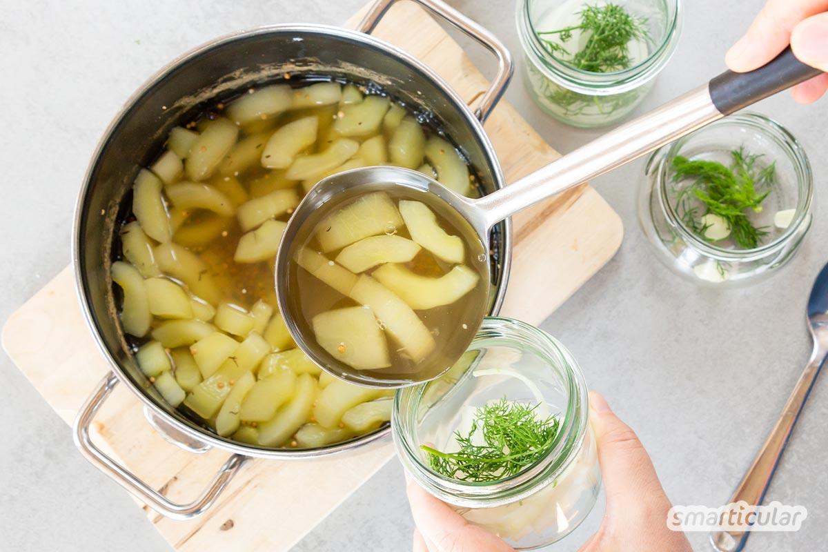 Senfgurken werden wie Essiggurken eingelegt, nur mit einer anderen Gurkensorte. Mit diesem Senfgurken-Rezept gelingen die köstlichen Gurkenhappen im Nu.