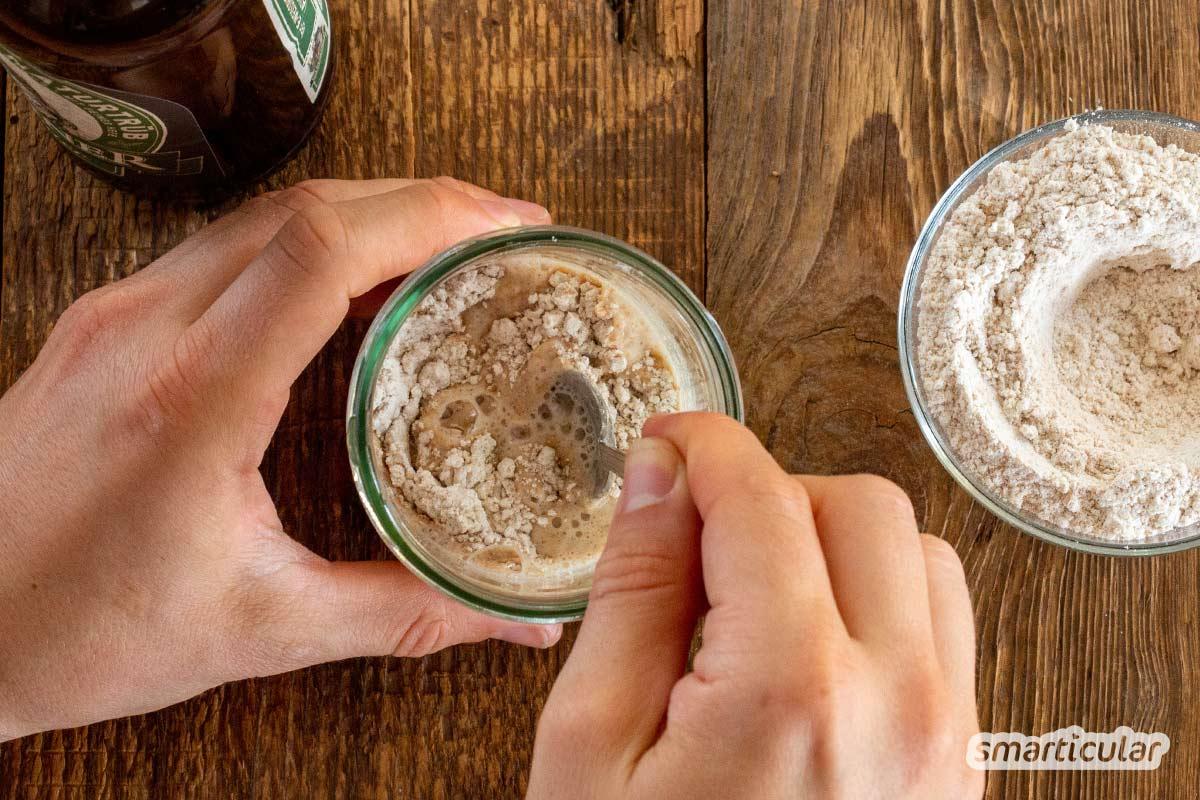 Restbier gehört nicht in den Abfluss, sondern in den Ofen! Aus dem süffigen Getränk lässt sich ein leckeres Bierbrot ohne Hefe-Zusatz oder Backpulver machen.