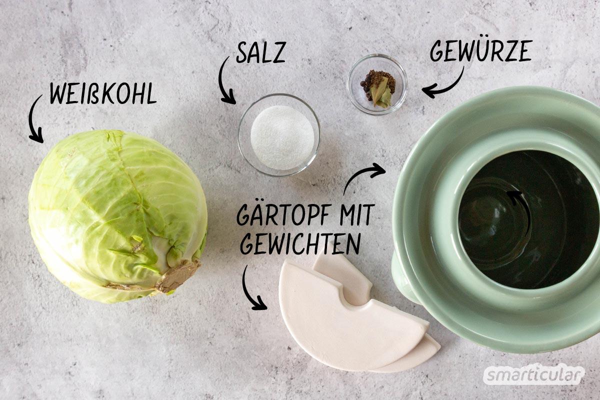 Sauerkraut selber machen: Das ist gar nicht schwer. Wer gleich eine größere Menge Weißkohl milchsauer einlegen möchte, kann Sauerkraut im praktischen Steintopf zubereiten.