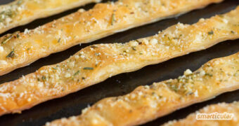 Zarte Käsestangen selber machen statt kaufen: Mit diesem einfachen Rezept gelingt die knusprige Chips-Alternative und lässt sich vielseitig abwandeln.